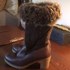 Brilliant faux fur lined leather waterproof boots
